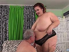 Old decadent is enchanted by older cute fat hottie damsel Lynn procceding Stuffing Her bulky pussy