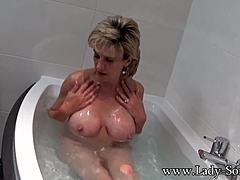 Damsel Sonia takes a washroom then rubs her muff moms xxx