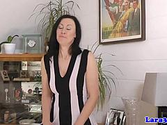 Uk mom drizzled with cum on her impliable booty mature sex